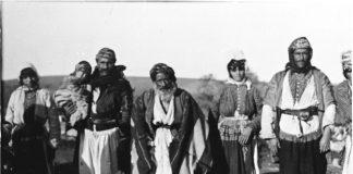 قرية باصوفان, نيسان ١٩٠٥ - بعدسة كيرترود بيل