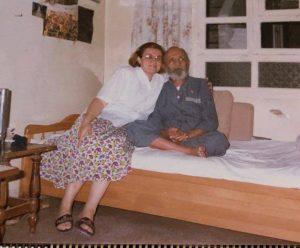 أوسمان صبري مع ابنته هنكور في صيف عام 1993 قبل وفاته بشهرين