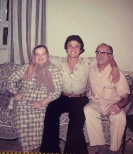 أوسمان صبري مع ابنه الصغير هفال وزوجته شادية